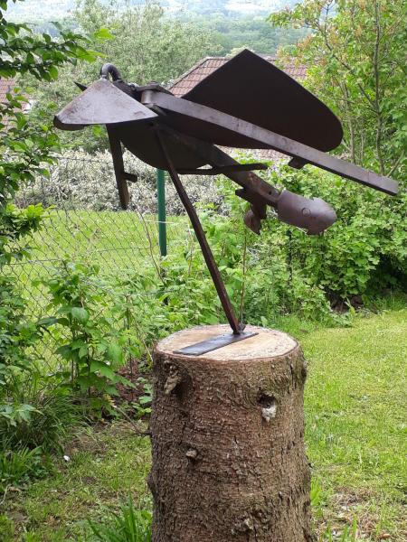 <p> Gartenobjekt, Vogel aus einem alten Pflug</p>