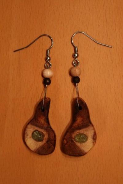 Ohrringe (Hänger) aus Weinrebenholz mit Olivinsplitter