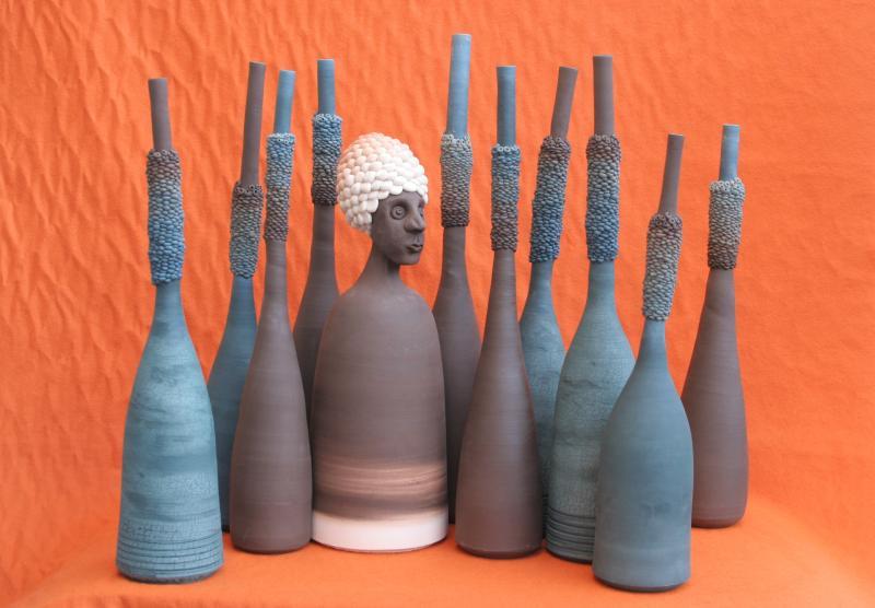 <p> 11 teiliges Keramikobjekt. 3 Tonsorten. Brennt. 1150 C</p>